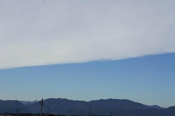 断層形地震雲の画像