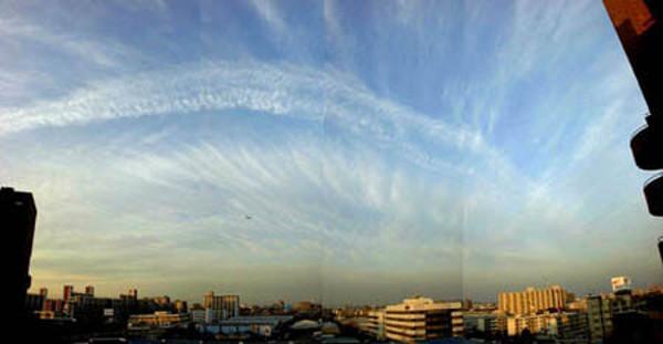 弓状形地震雲の画像