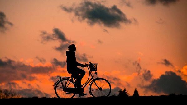 自転車のシルエット