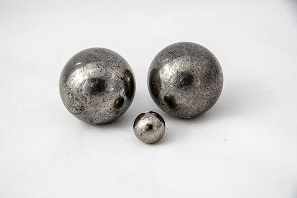 銀色の球体の画像