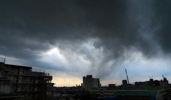 東日本大震災直後の東京の空の画像