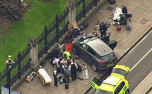 ロンドンで起きたテロ現場の写真