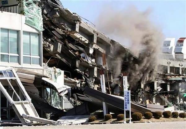 倒壊した建物の画像