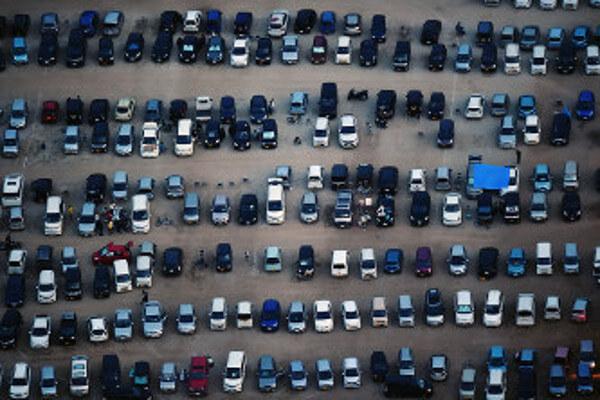 熊本地震での車中泊の様子の画像