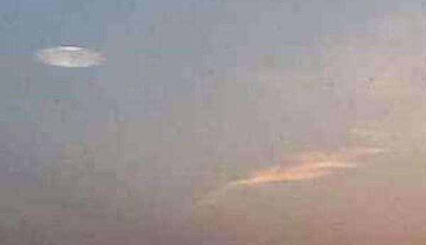 円盤型UFOの画像