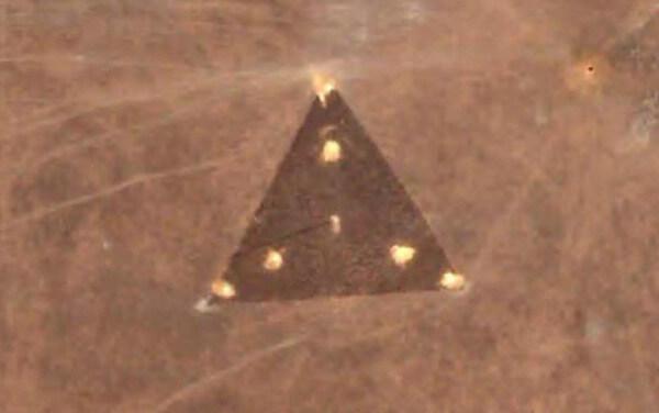 トライアングル型UFOの画像