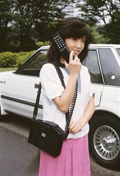 大昔の携帯電話の画像
