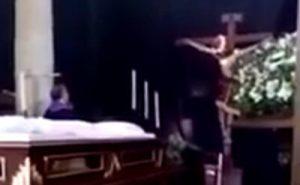 キリスト像の頭が動いた動画の画像