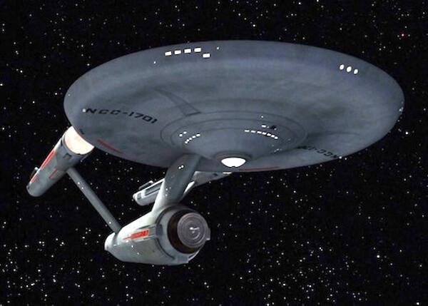 スタートレックのエンタープライズ号の画像