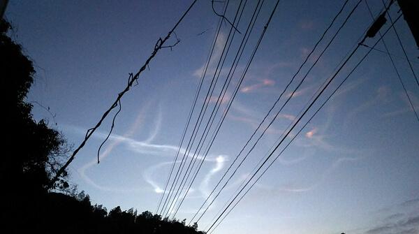 ロケット雲の写真