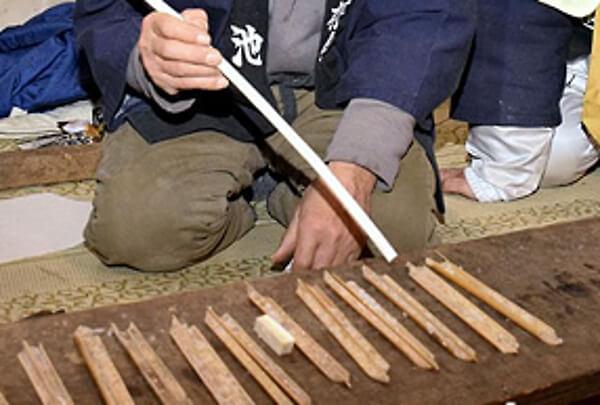 小室浅間神社の粥占いの様子