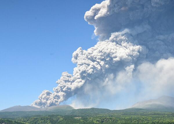 新燃岳の噴火の様子(5月14日)の写真