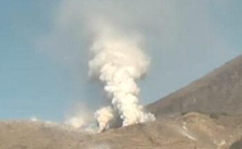 硫黄山の噴火の写真