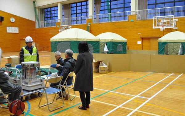 志学小・中学校に設けられた避難所の写真