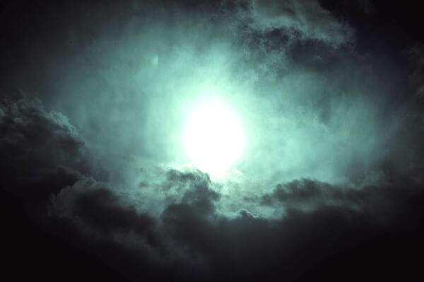 光る物体のイメージイラスト