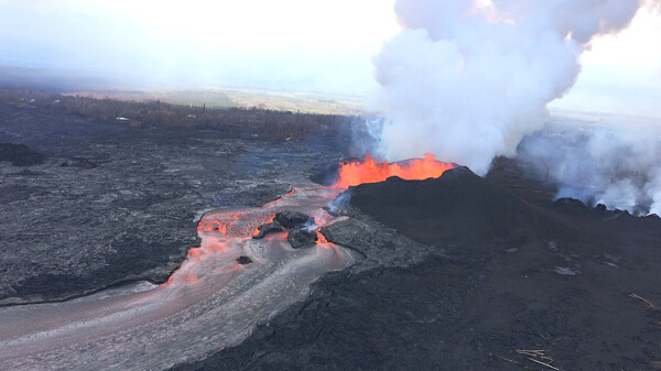 キラウエア火山噴火の写真(6月14日)