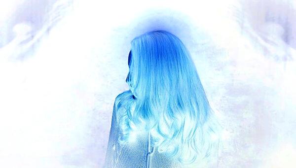 女性の影のイラスト