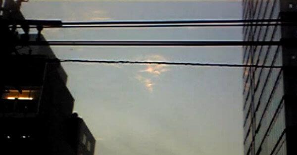 レオが撮影した雲型UFOの写真