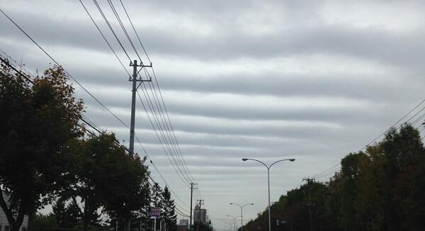 今日も仕事で当別向かっている時空がこれは波紋雲ぽい