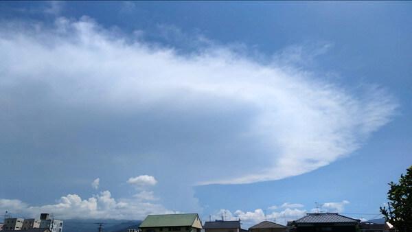 巨大UFOのような雲