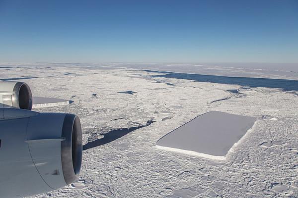 2018年10月にNASAが撮影した四角い氷の写真