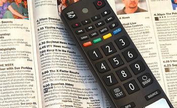 テレビのリモコンの写真