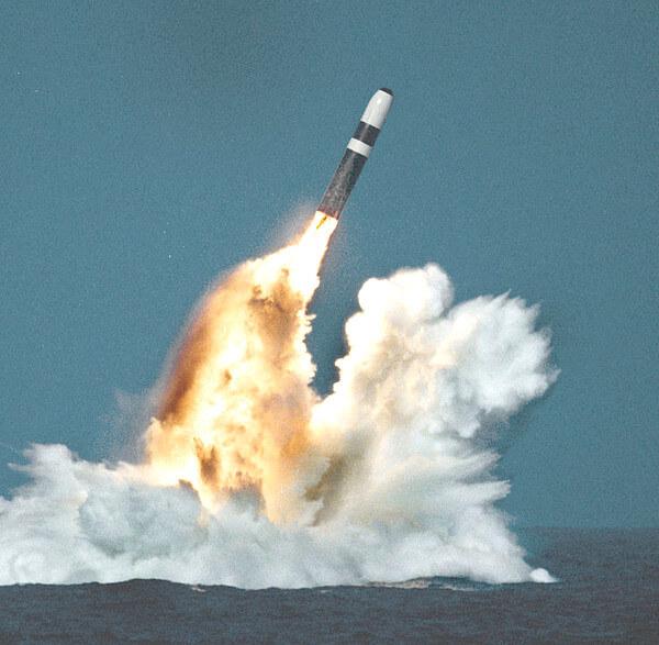 トライデントD5ミサイルの写真