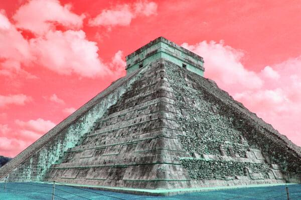 チチェン・イッツァのピラミッドの写真