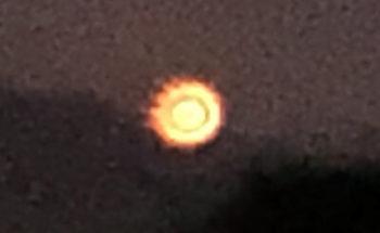 富士山に現れた謎の光の写真