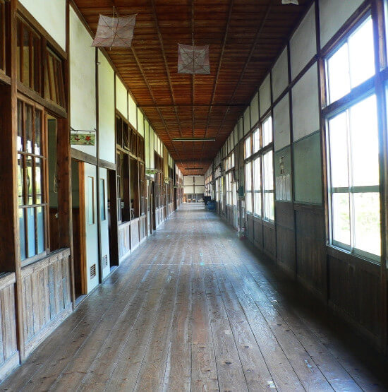 小学校の廊下の写真