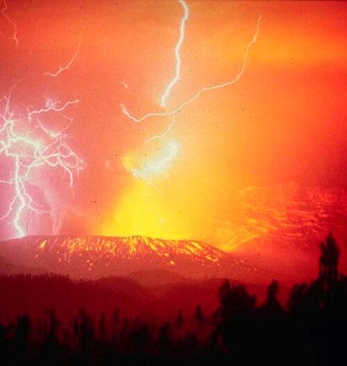 火山雷の写真