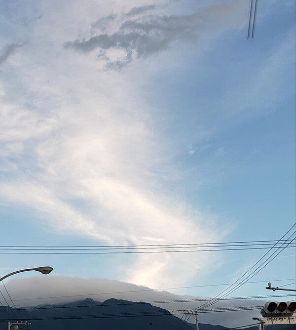 面白い形の雲の写真「龍(その1)」
