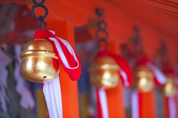 神社の鈴の写真