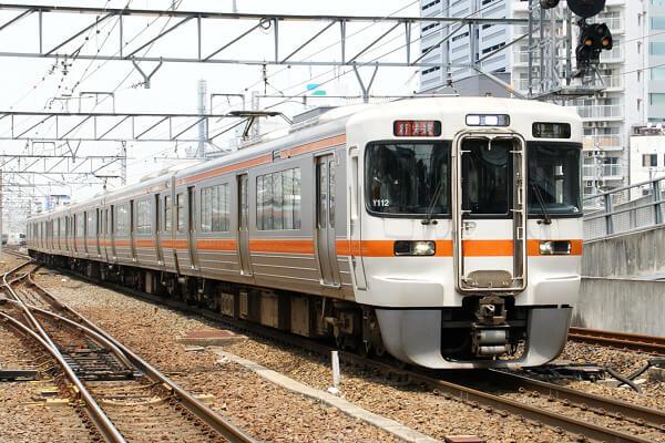 東海道線の列車の写真