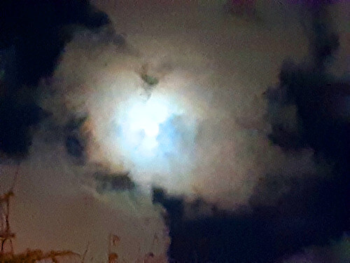 月暈(げつうん)の写真