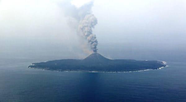 西之島のニュース写真