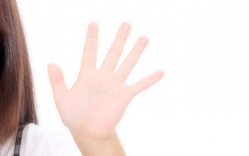 子供の手の写真