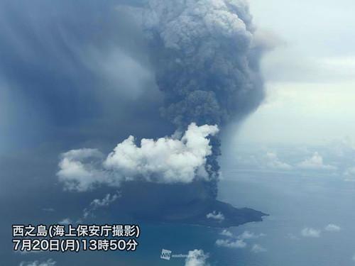 西之島の噴火の写真