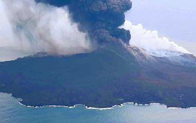 西之島噴火の写真