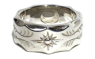 シルバーの指輪の写真