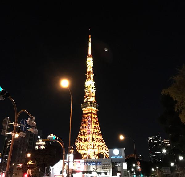 東京タワー近くに出現したUFOの写真