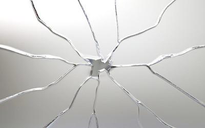 割れたガラスのイメージイラスト