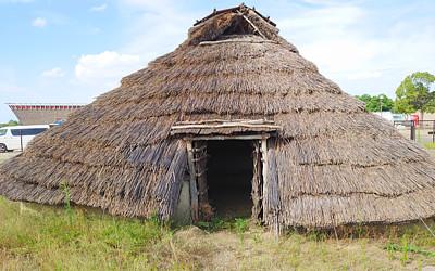 竪穴式住居の写真