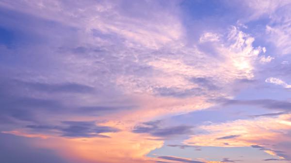 面白い形の雲の写真
