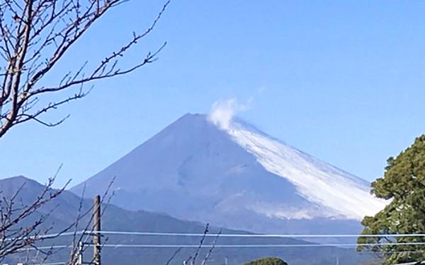 富士山の写真(雪が少ない)