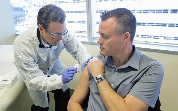 新型コロナウイルスのワクチン接種のニュース写真