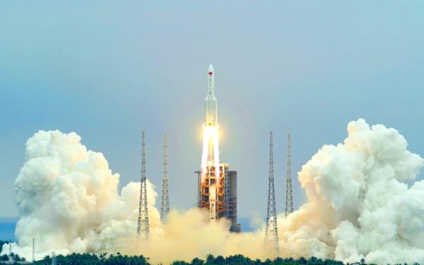 大型ロケット「長征5号」の画像